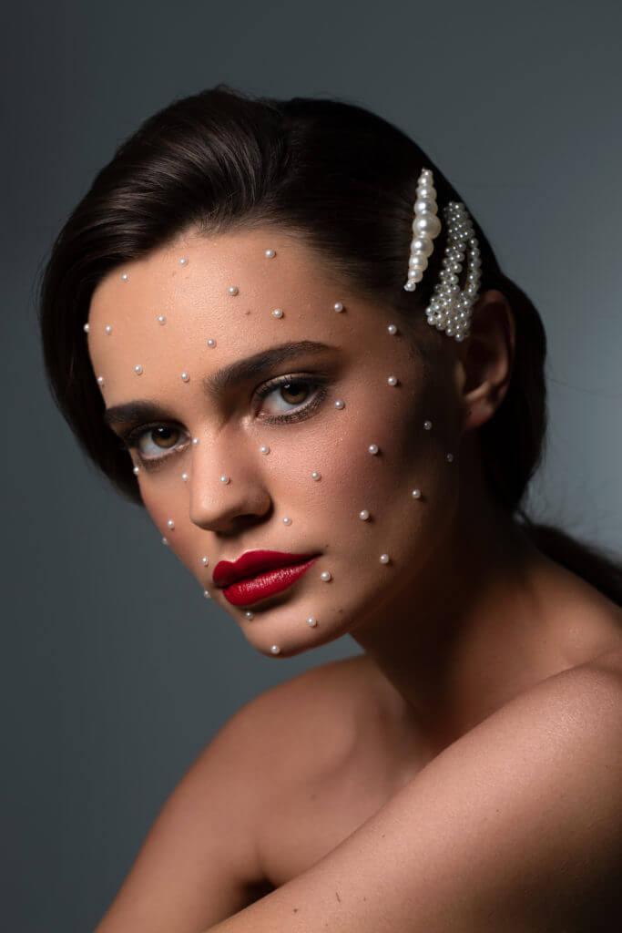 Linda Beauty Makeup mit Perlen