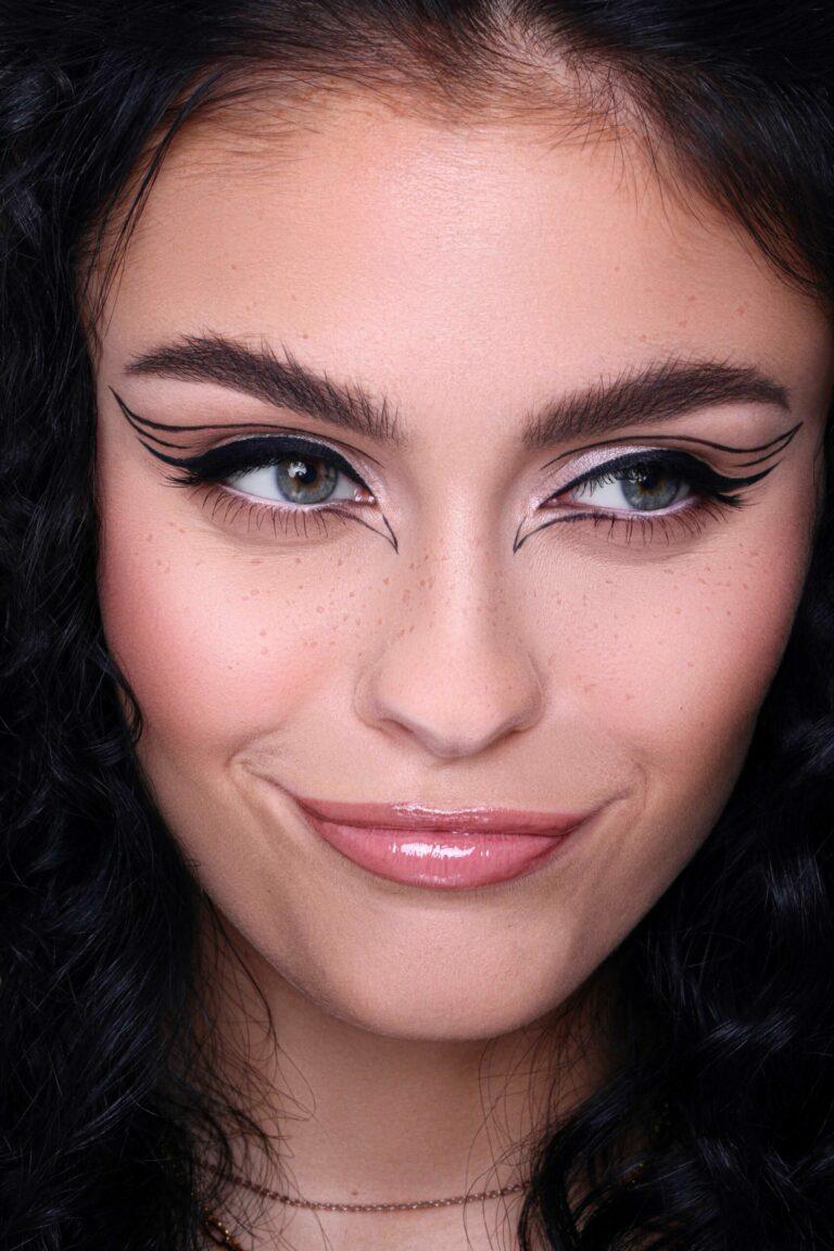 Online Make-up Kurs Look: Felice Graphic Liner